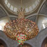 gekleurde kroonluchter in Dubai ter inspiratie